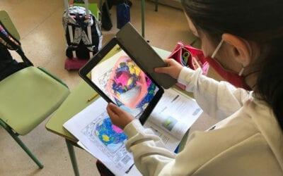 Los alumnos de 5º estudian la célula con ayuda de Realidad Aumentada